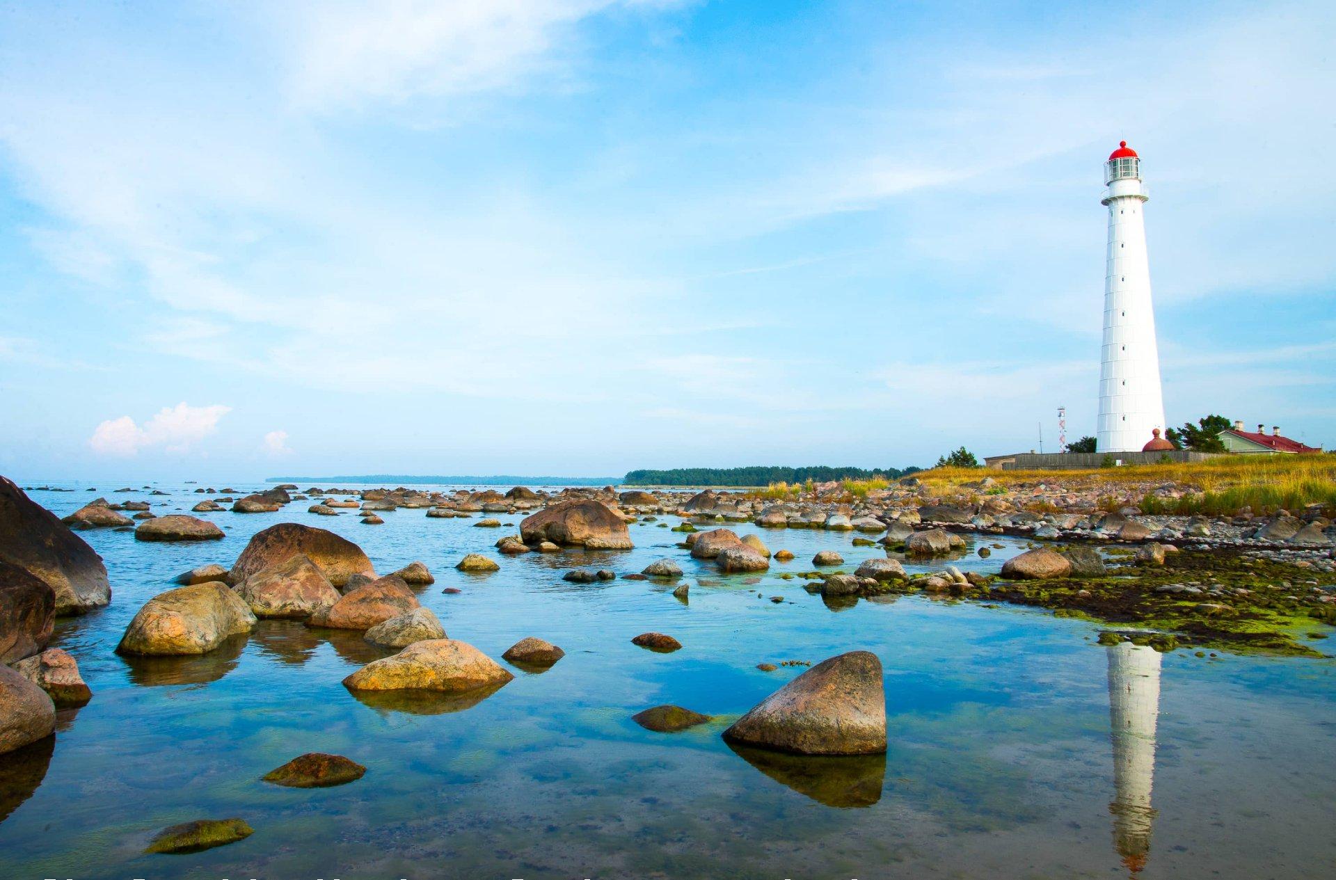 Faro de la isla de Hiiumaa, Estonia.