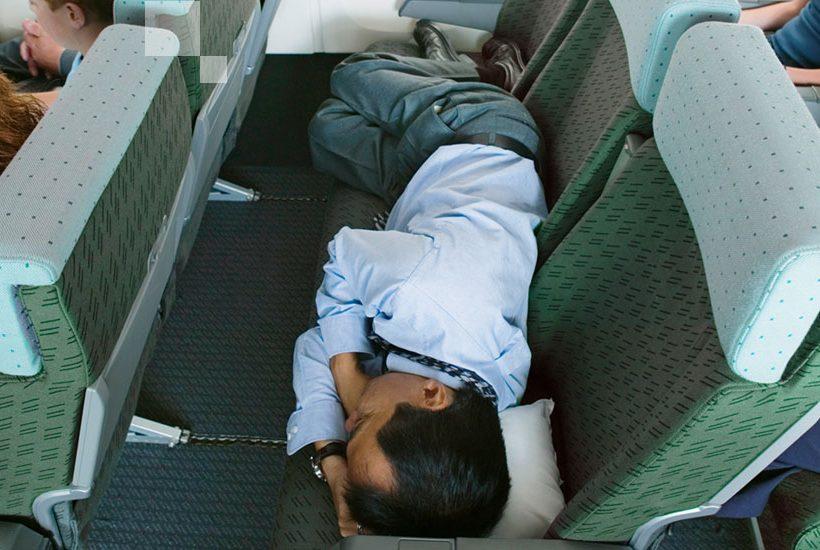 Viajar en económica, clase business y primera clase en avión, ¿cuál es la diferencia?