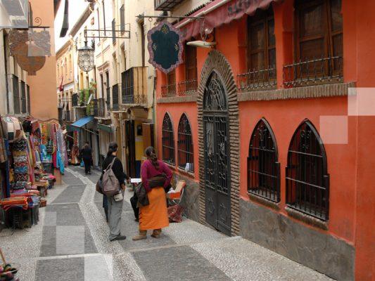 El distrito de Albaicín en Granada es encantador.