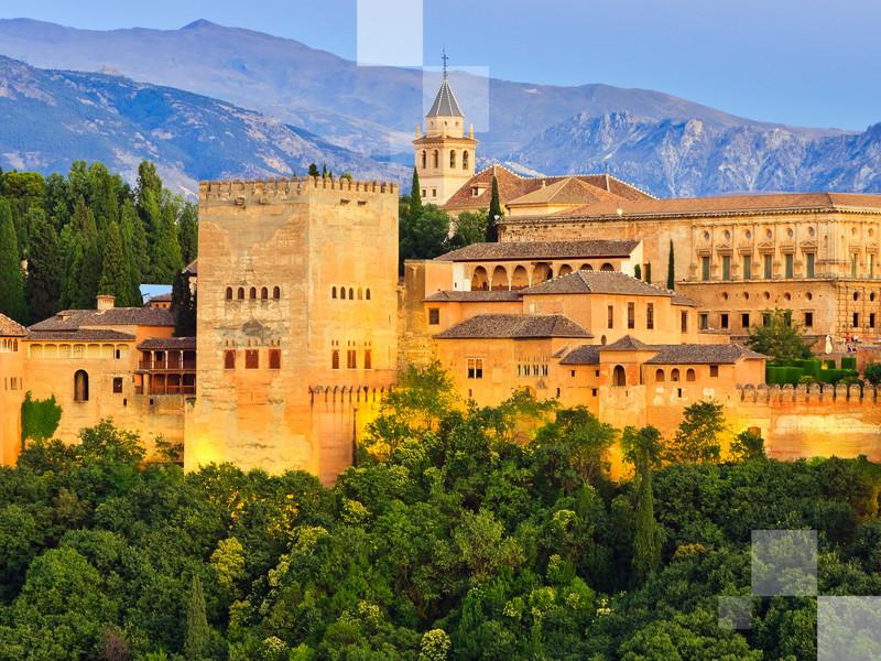Visita el palacio en Granada. Este es una de las maravillas de España.